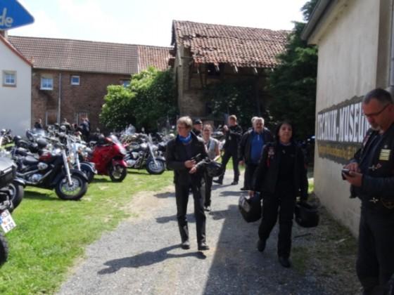 Harzer-Bike-Schmiede in Zilly lädt zum Oldtimer-Festival mit ihrer 1000 PS - Seitenwagenmaschine ein