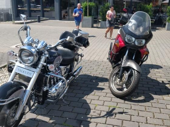 Meine Valk und das Moped meiner Frau
